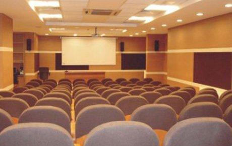 Üniversite öğrencileri konferansı
