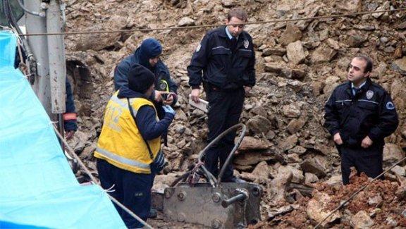 Üsküdar'da üzerine kaya düşen işçi öldü