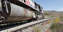 Yük trenine bombalı saldırı