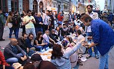 Yılın ilk Yeryüzü Sofrası Taksim'de kuruldu