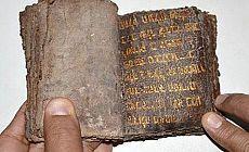 700 yıllık altın yazmalı Tevrat'ı satmaya çalışırken yakalandılar