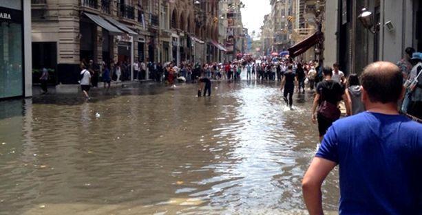 Yağmur yağdı, İstiklal Caddesi bu hale geldi