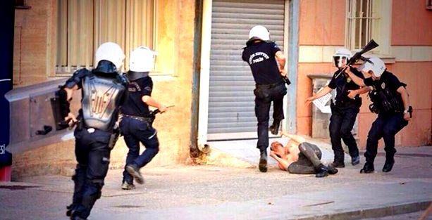 Yargıtay: Polisin sokakta adam dövmesi işkencedir