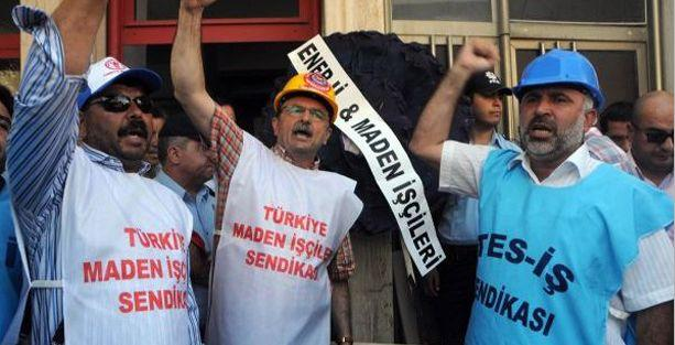 Yatağan işçileri AKP'ye siyah çelenk bırakıp, ampul kırdı