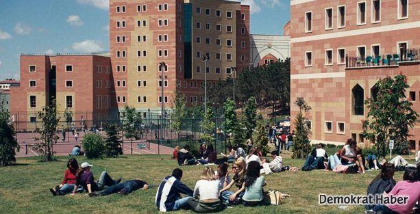 Yeditepe Üniversitesi yönetimine 'homofobi' tepkisi