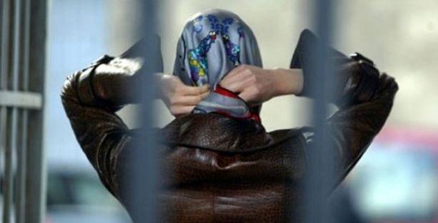 YGS'de 'başını aç' diyen salon başkanına 5 ay hapis
