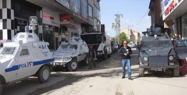 Yüksekova'da açılış öncesi polis saldırısı