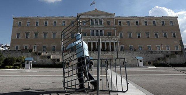 Yunanistan: Parlamento binasının önü artık barikatsız