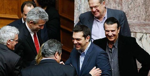 Yunanistan'da hükümet güvenoyu aldı
