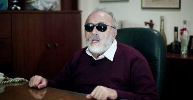 Yunanistan'ın görme engelli milletvekili sağlık bakanı oldu