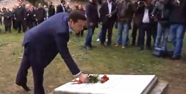 Yunanistan'ın yeni Başbakanı Tsipras ilk ziyaretini komünistlerin mezarına yaptı