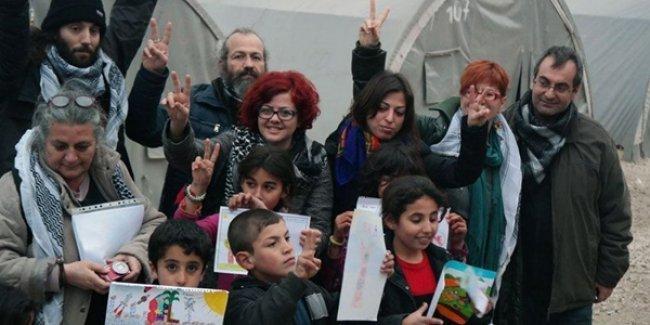 Yunanistanlı eğitimciler: Kobani'ye insani yardımımız günlerce engellendi!