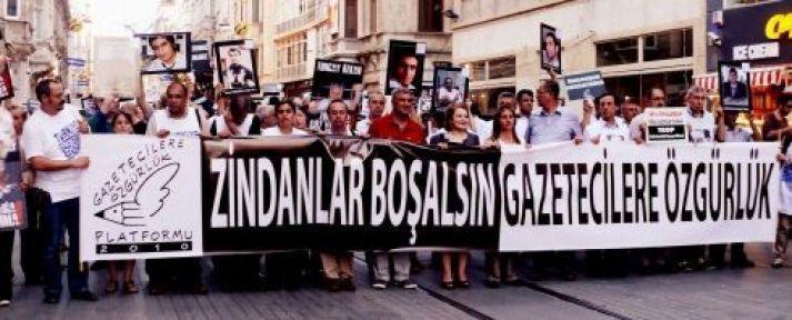 'Zindanlar yıkılsın, gazetecilere özgürlük' yürüyüşü yapıldı