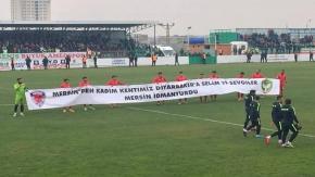 Amedspor MİY maçında taraftarlardan 'savaşa hayır' sloganı