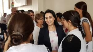 HDP Eş Başkanı Figen Yüksekdağ, açlık grevindekilere şarkı söyledi